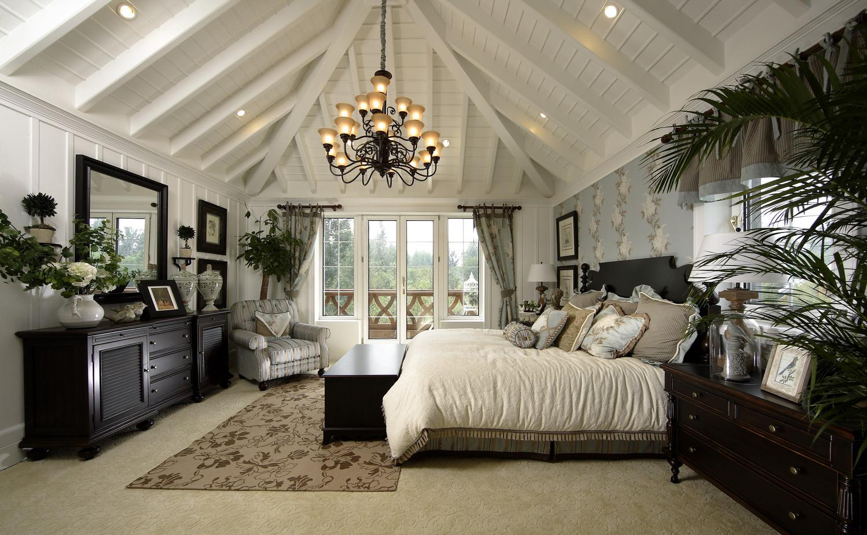 Светлая спальня в английском стиле