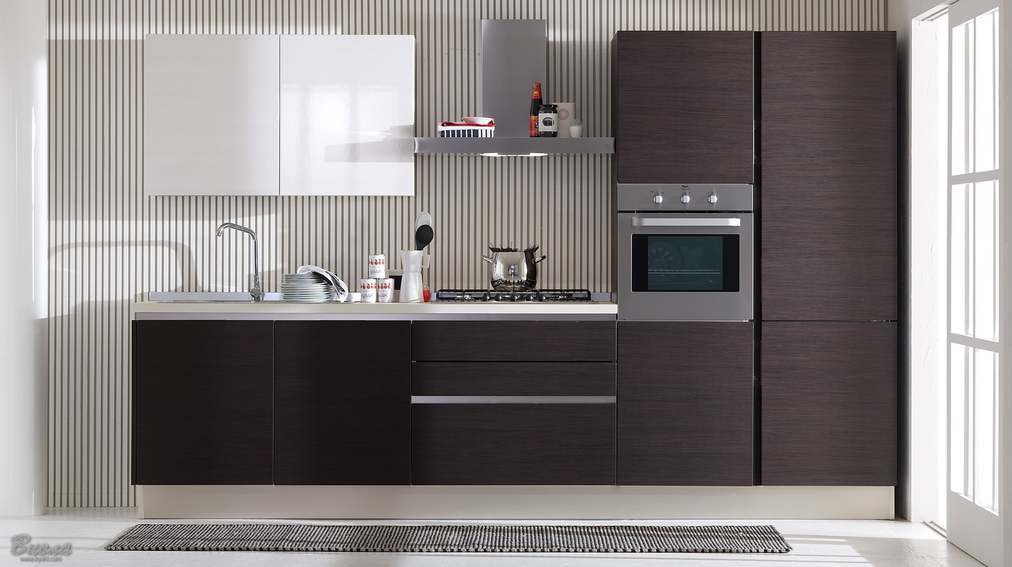 Черная кухня с белым