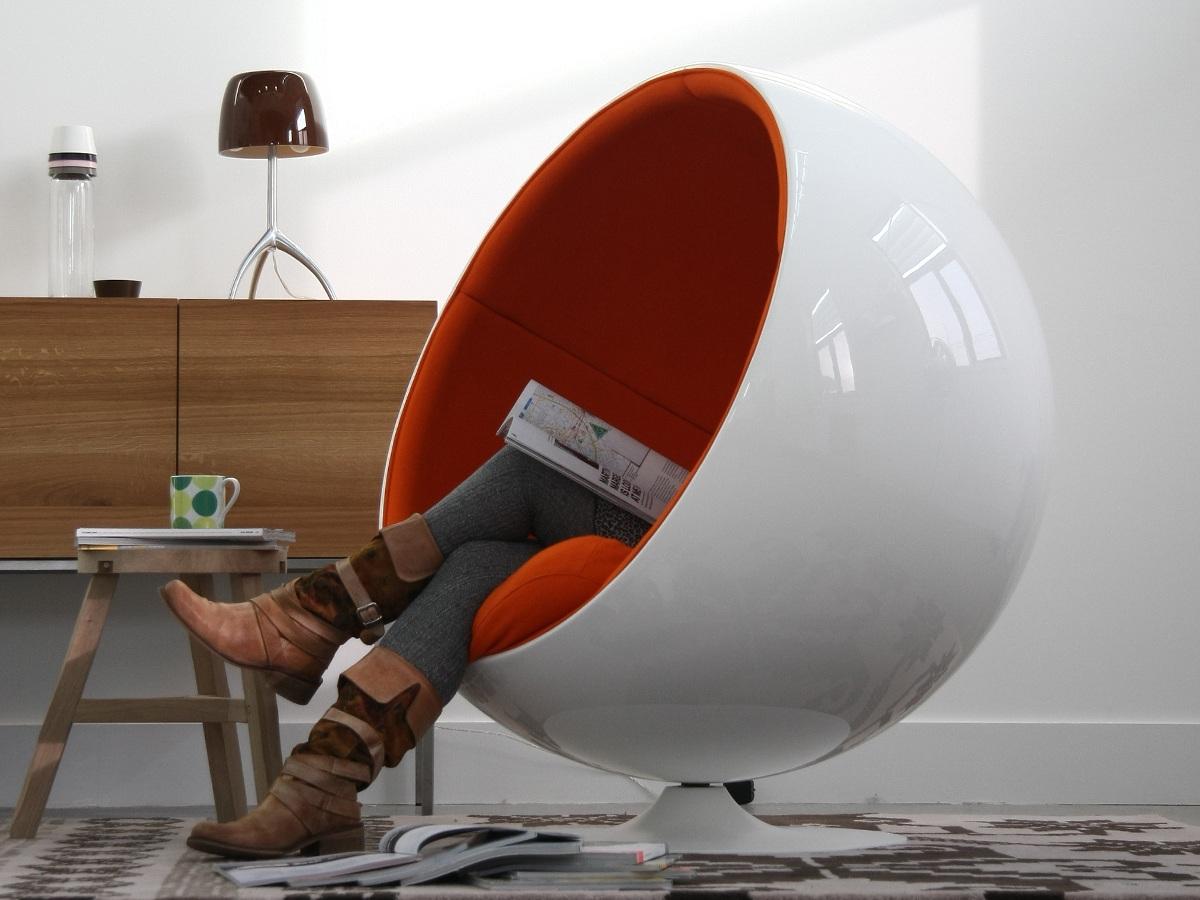 необычное кресло шар